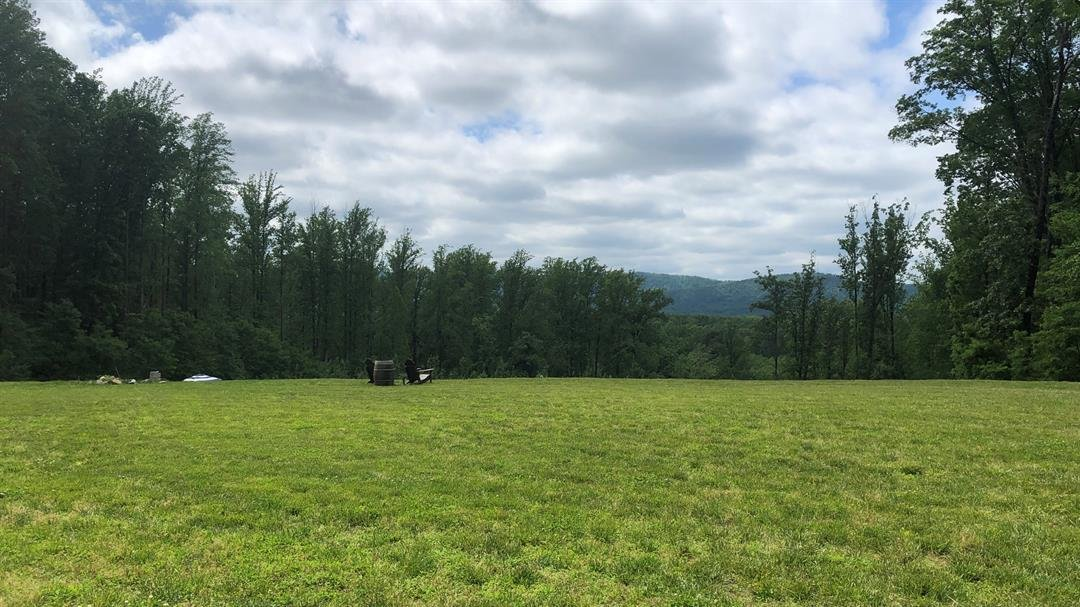Winery offers socially-distanced hikes