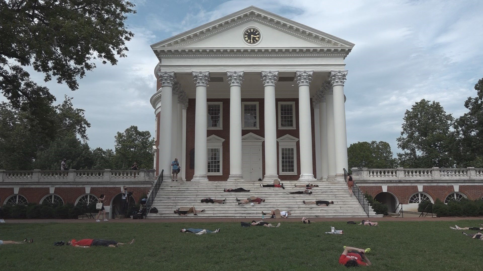 Uva 2022 Calendar.Uva Students Hold Die In To Protest In Person Classes